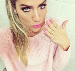 Giovanna-Ewbank-batom-rosa