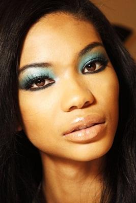 maquiagem-p-pele-bronzeada-sombra-verde-agua